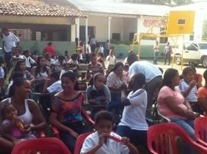 Alumnos, maestros y Padres de Familia de la Institución Educativa Navarro